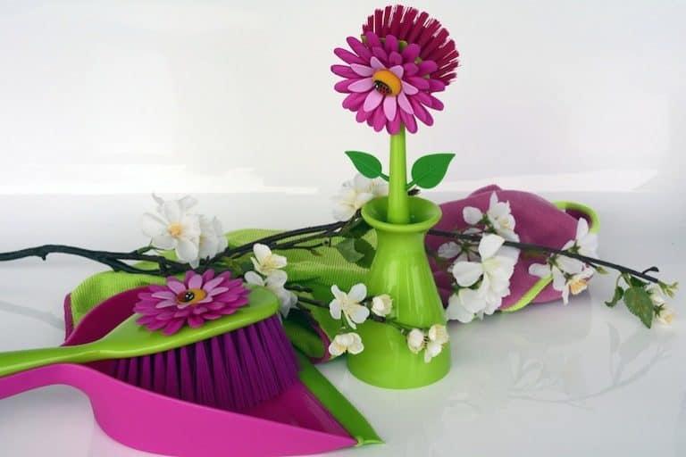 Handbesen mit Blumen