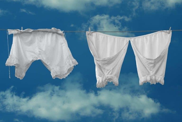 weiße Wäsche auf der Leine