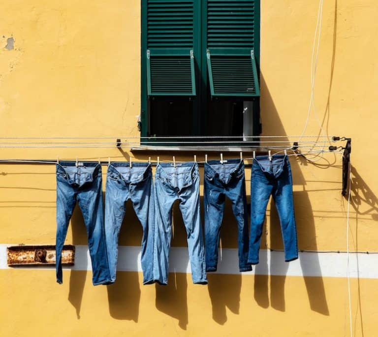 Jeans auf Wäscheleine